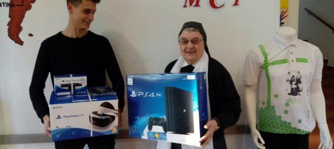 Entrega del premio sorteo PlayStation IV + PlayStation VR